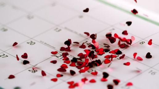 823694294-calendrier-confetti-saint-valentin-coeur-etre-humain
