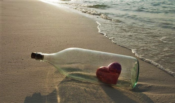 corazon,-botella,-mar,-playa-165167